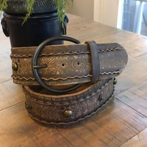 Beautiful Tooled Brown Leather Fossil Belt